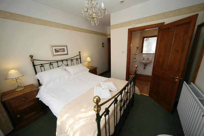 Room 3 - A light and airy double en suite